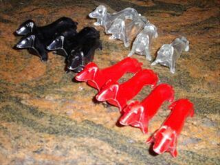 12 porte couteau en plastique années 1970 rouge noir et