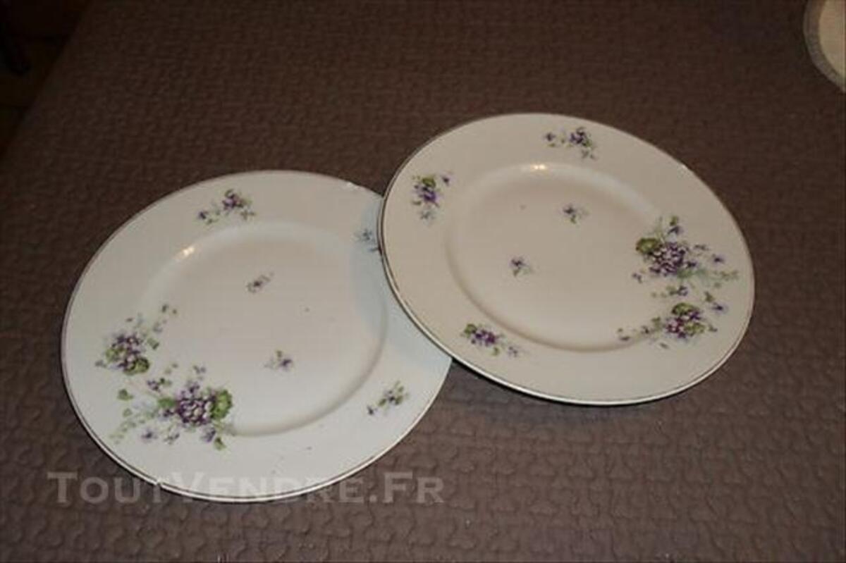 2 assiettes motifss anciens porcelaine de LIMOGES 76632278