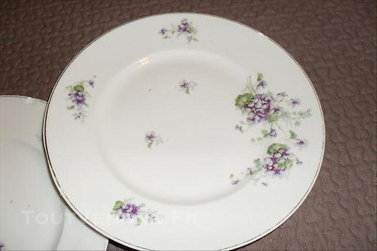 2 assiettes motifss anciens porcelaine de LIMOGES 76632279