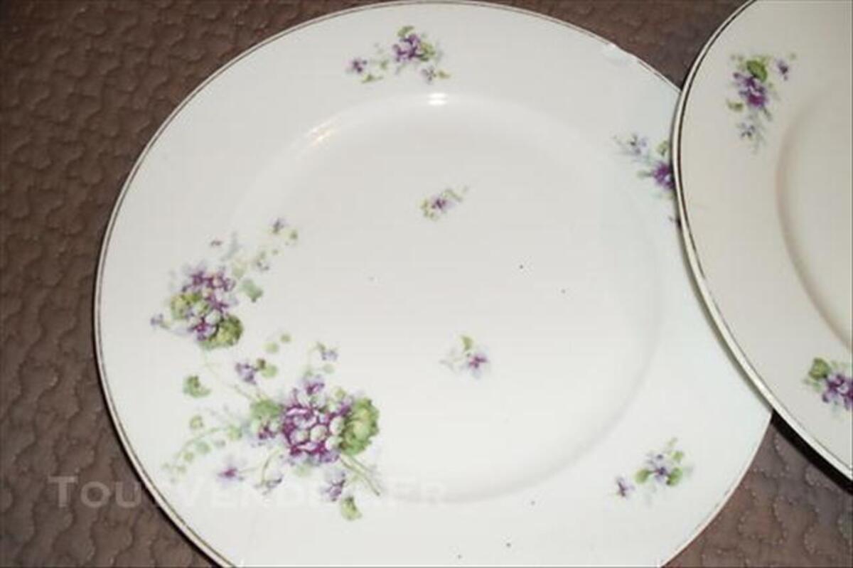 2 assiettes motifss anciens porcelaine de LIMOGES 76632280