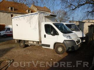 2 camions frigorifiques PEUGEOT BOXER