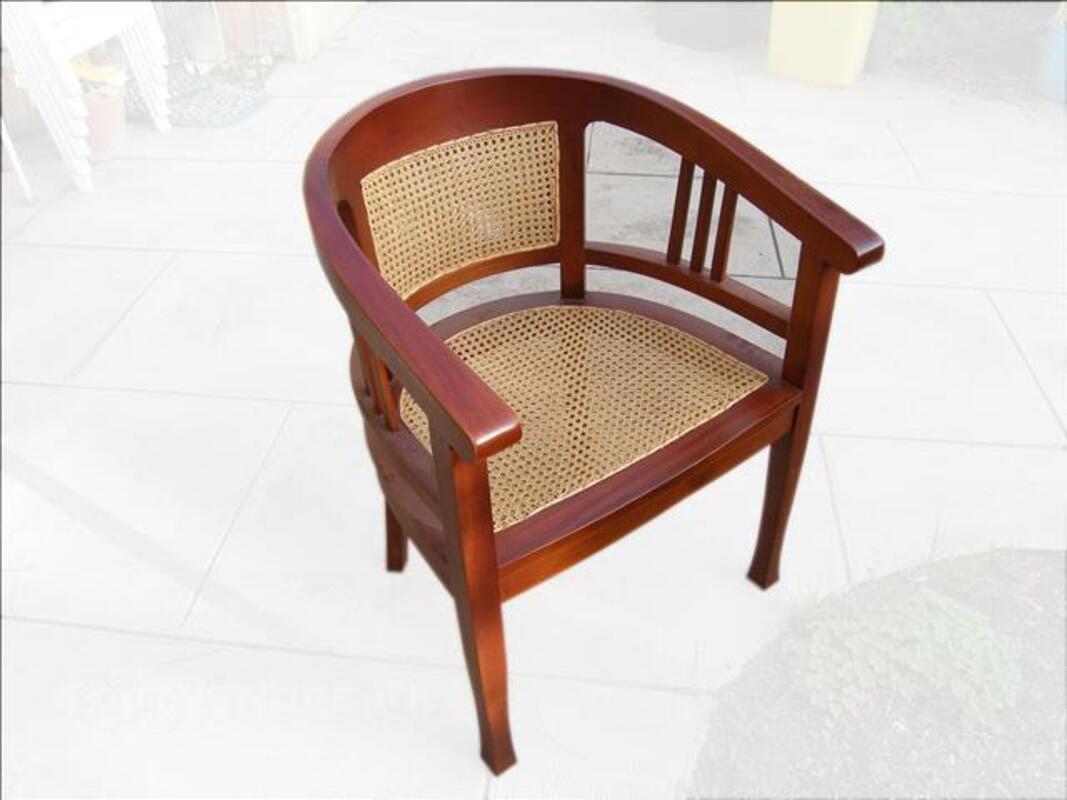 2 fauteuils ronds bois et cannage 83567178