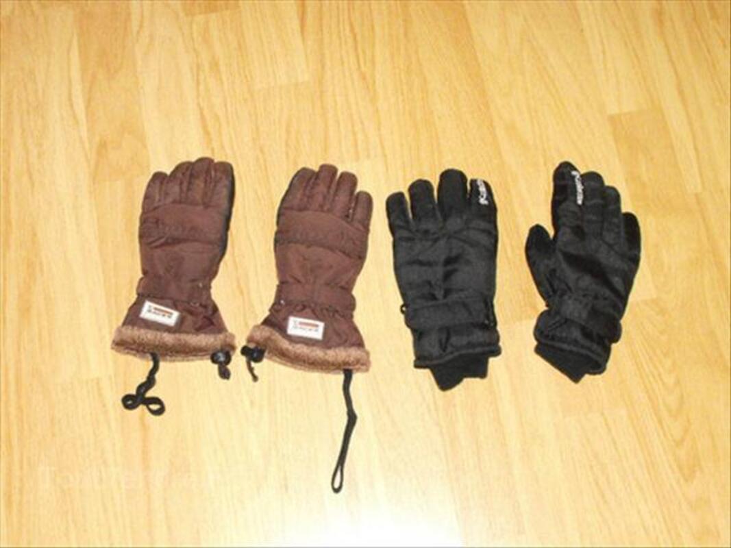 2 paires de gants de ski. 56471467