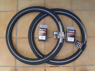 2 pneus de vélo  2 chambres à air NEUF