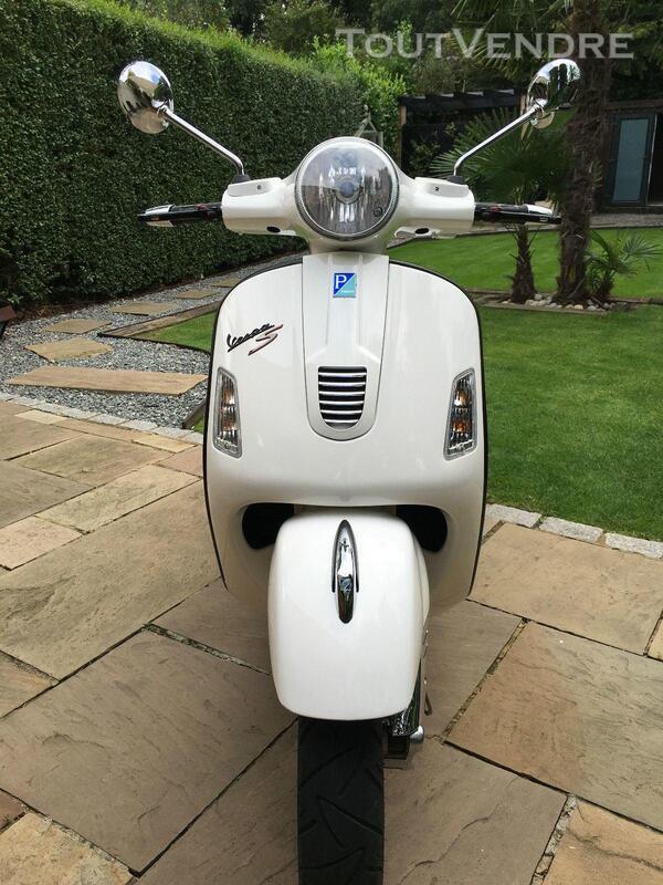 2012 Vespa GTS 300 217458764