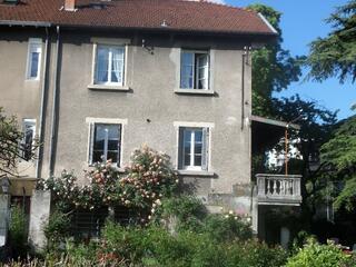 A louer Très beau studio 27 m2 dans maison avec jardin