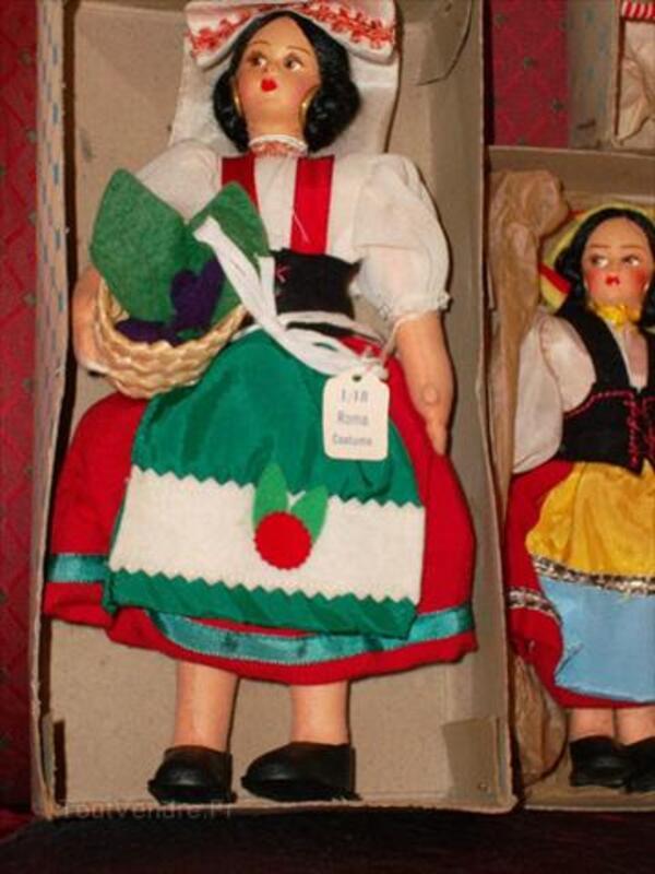 A vendre poupees folkloriques italie 56050581
