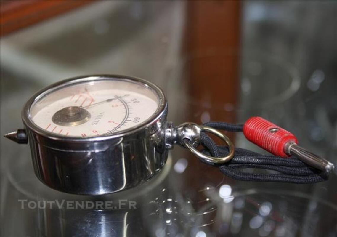 Ancien appareil de mesure électrique chromé voltemètre 120V 77258559