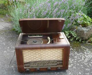 Ancien poste de radio a lampe
