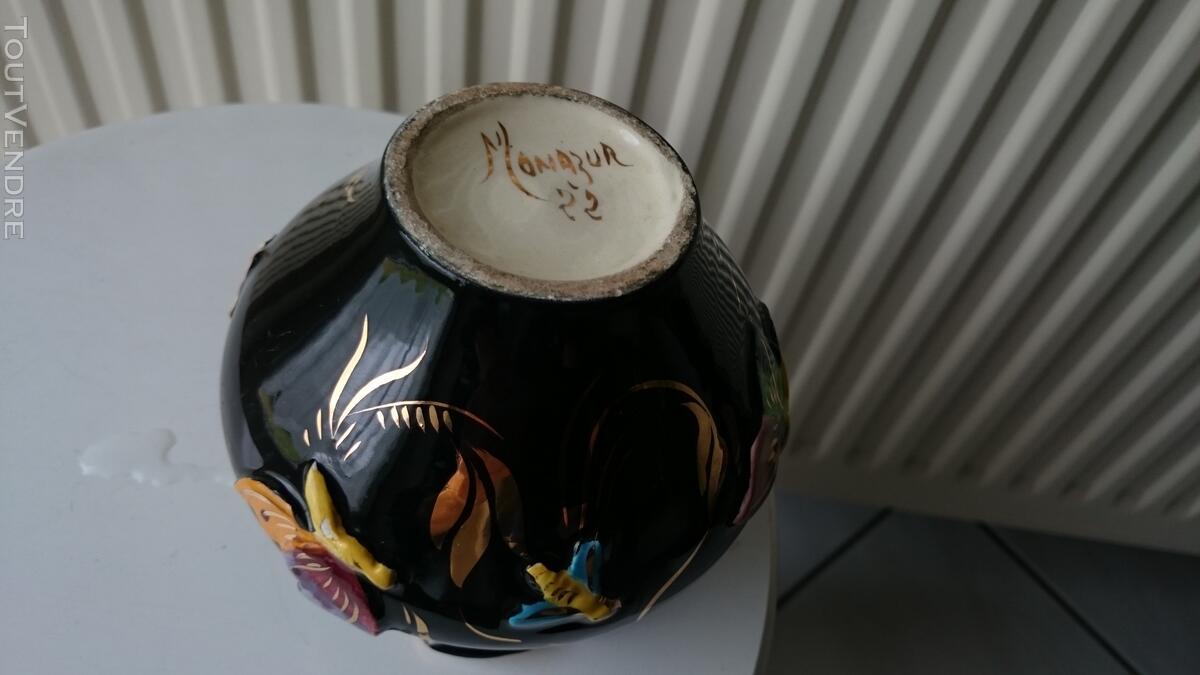 Ancien Vase noir et or décoré 126847538