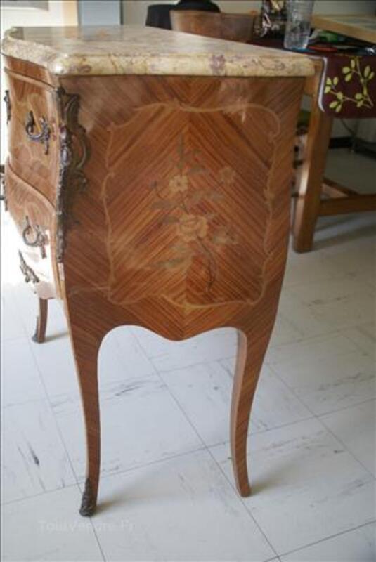 Ancienne avec motif fleur et dessus marbre 86879555
