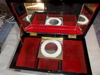 Ancienne boîte a bijoux  musicale style asiatique avec nacre