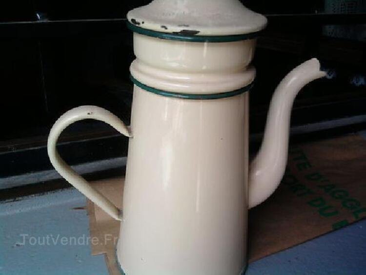 ANCIENNE CAFETIERE EMAILLEE BEIGE.... 104931236