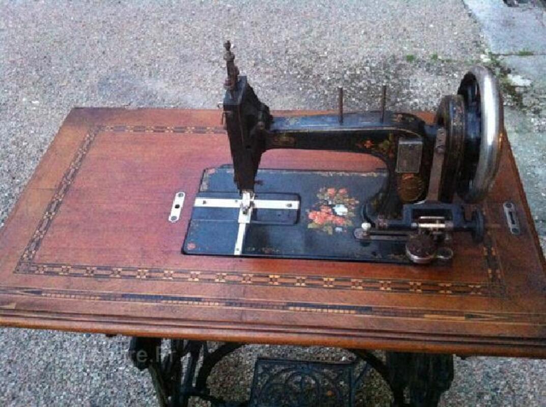 Ancienne machine à coudre Gritzner 96265750