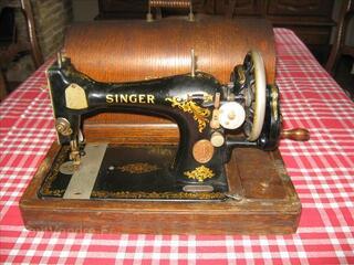 Ancienne Machine à coudre Singer..n°83