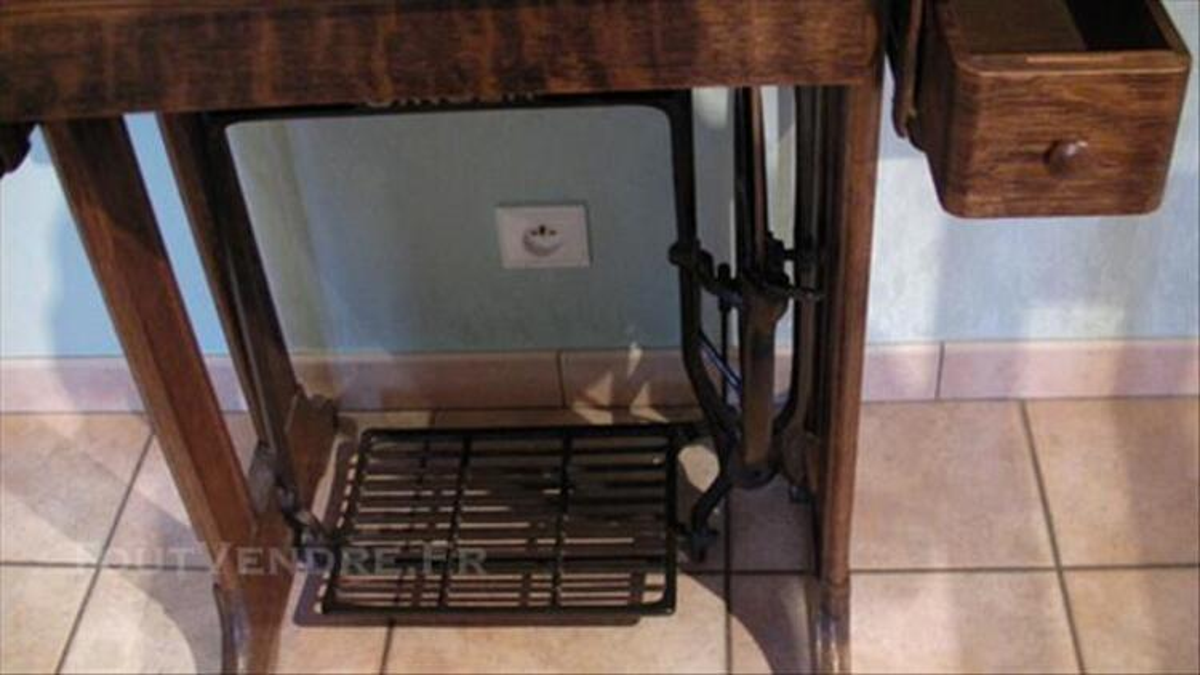 Ancienne machine à coudre SINGER 85670483