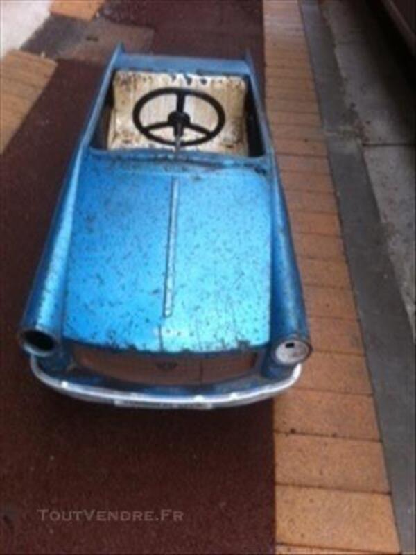 Ancienne voiture en tole 78236520