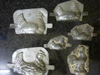 Anciens moules à chocolat poules