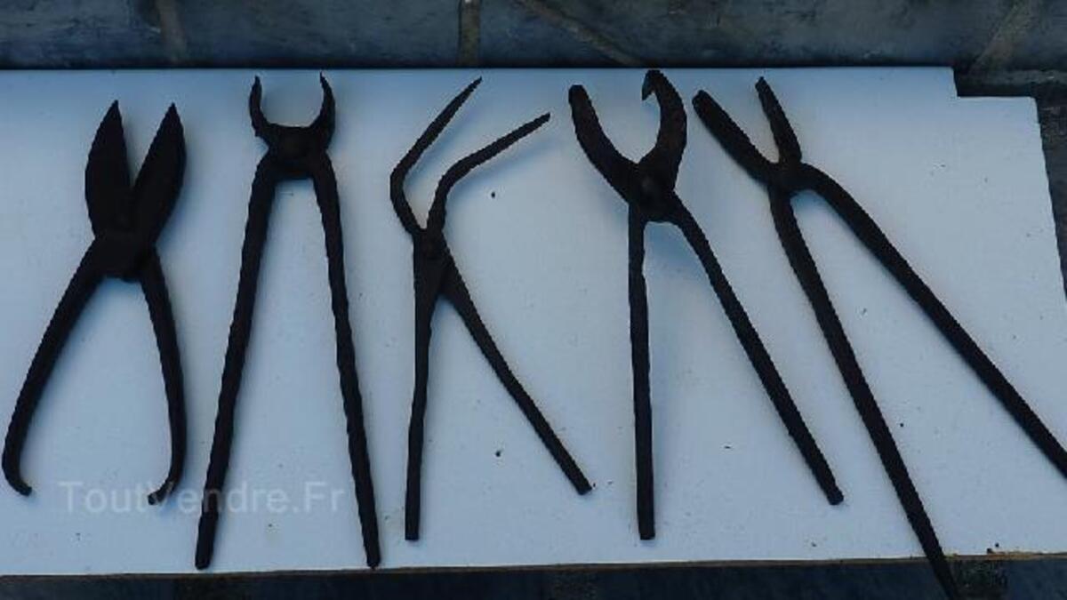 Anciens outils de forgeron 96688475