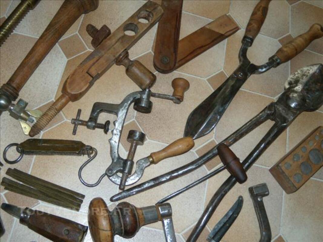 Anciens outils et objets divers métiers 76616741