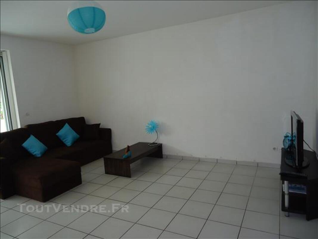 Appt T3 à louer ds résidence privée, avec piscine et tennis. 81190714