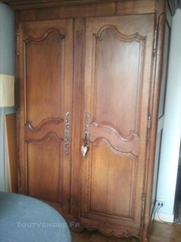 Armoire ancienne en noyer Style Louis XV 76729047