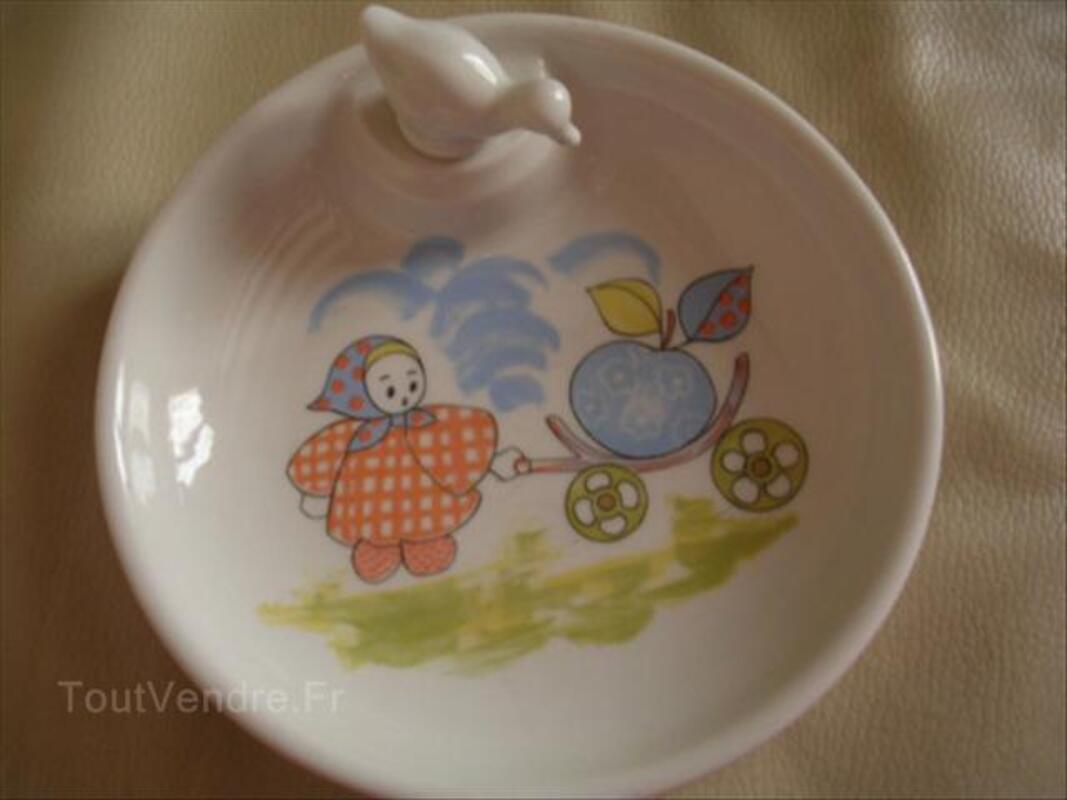 Assiette bébé en porcelaine 64609663
