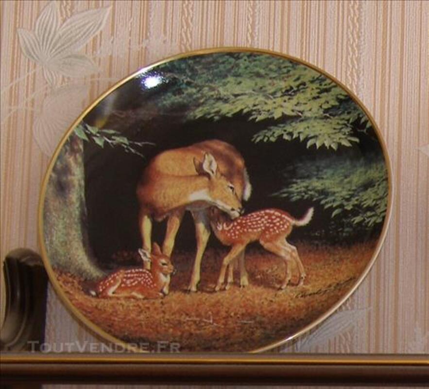 Assiette de collection décorée par Ed Bierly 85945930
