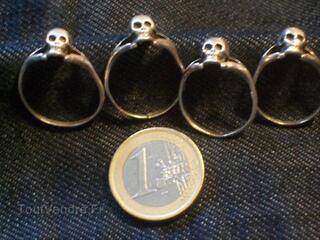 Bagues métal argenté tête de mort gothique punk