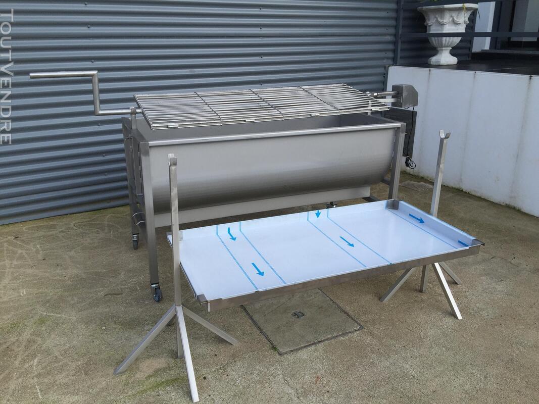 Barbecue à charbon pour porc/poulet à la broche 381757428