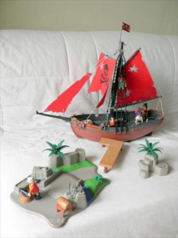 Bateau pirate PLAYMOBIL + île avec accessoires 43804063