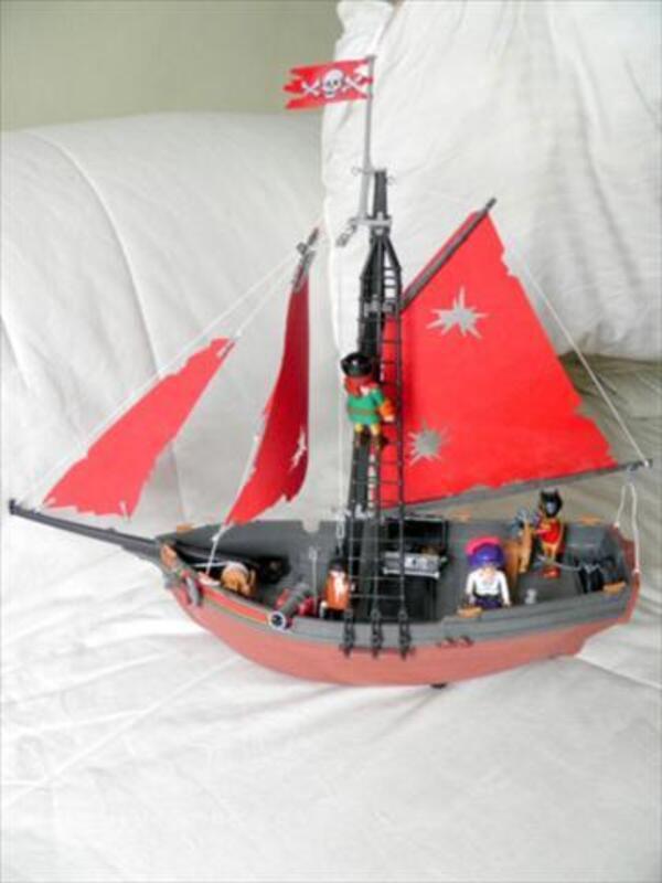 Bateau pirate PLAYMOBIL + île avec accessoires 43804064