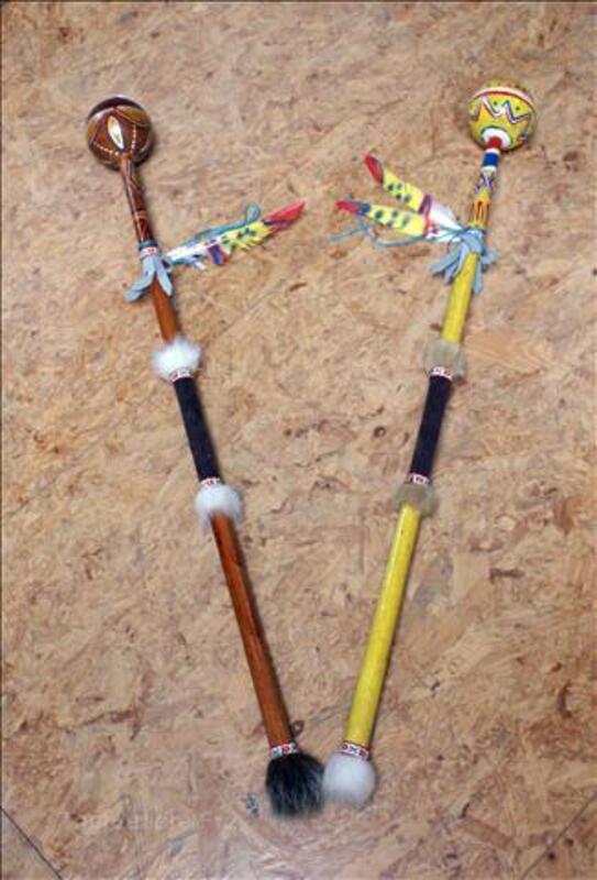 Batons maracasses Indien d'Amérique - L: 83 cm 36015783