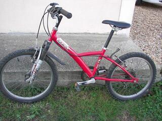 Beau vélo rouge, 20 pouces