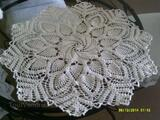 Belle nappe ronde crochet coton fait main. neuve