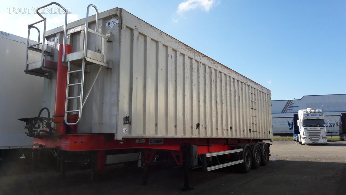 Benne céréalière renforcé pour le transport de fer 158035869