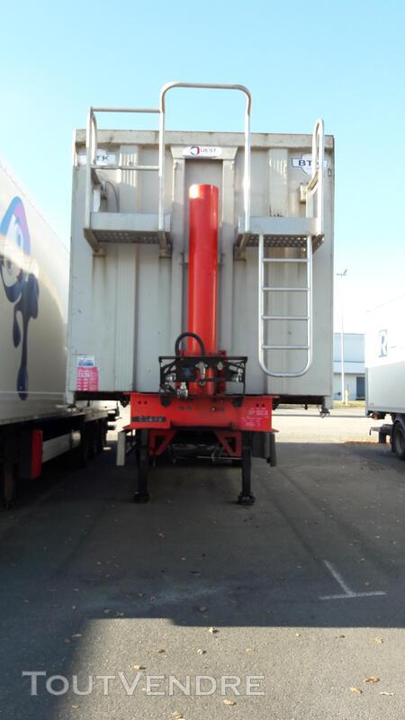 Benne céréalière renforcé pour le transport de fer 158035878