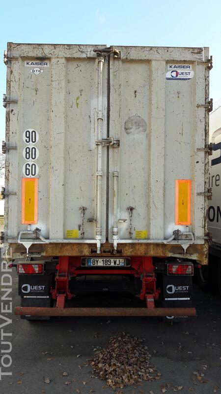 Benne céréalière renforcé pour le transport de fer 158035896