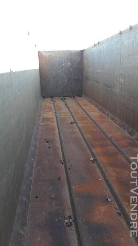 Benne céréalière renforcé pour le transport de fer 158035914