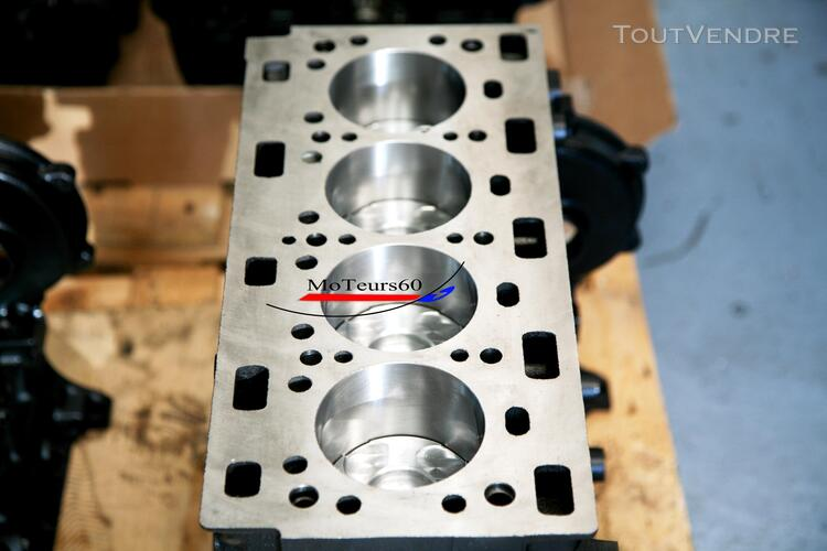 Bloc moteur Renault trafic 2.5 DCi 108724098