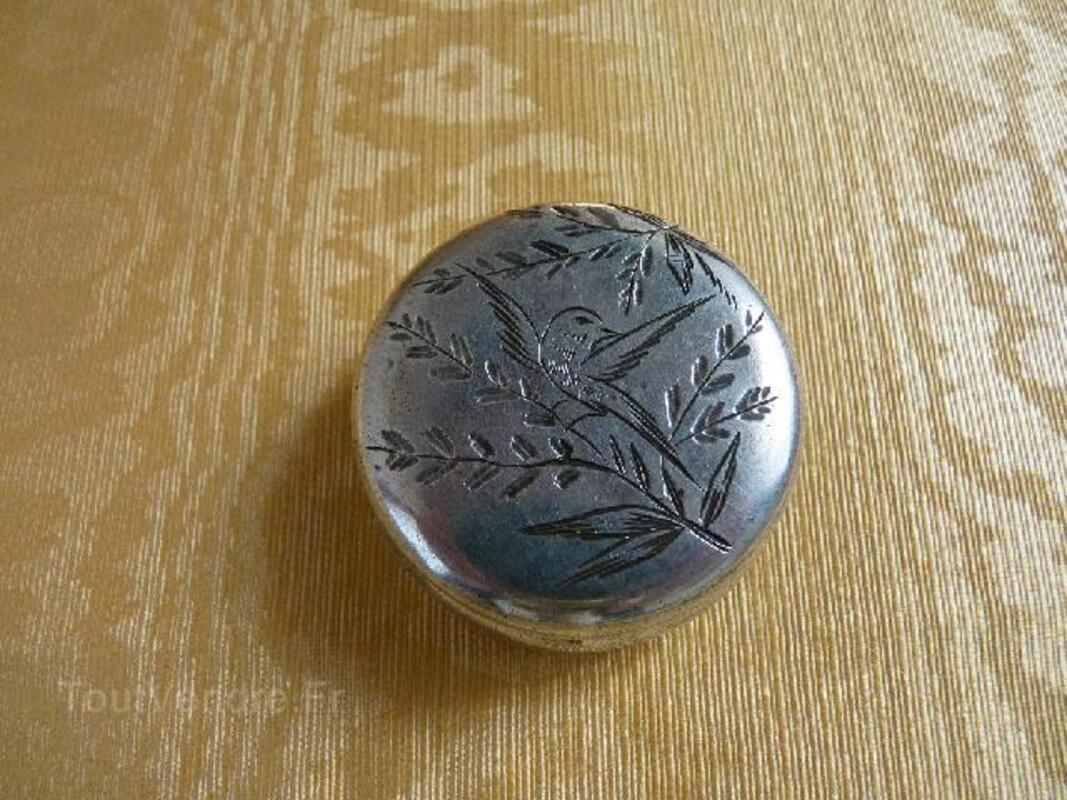 Boîte à pilules ancienne en métal argenté 91929648