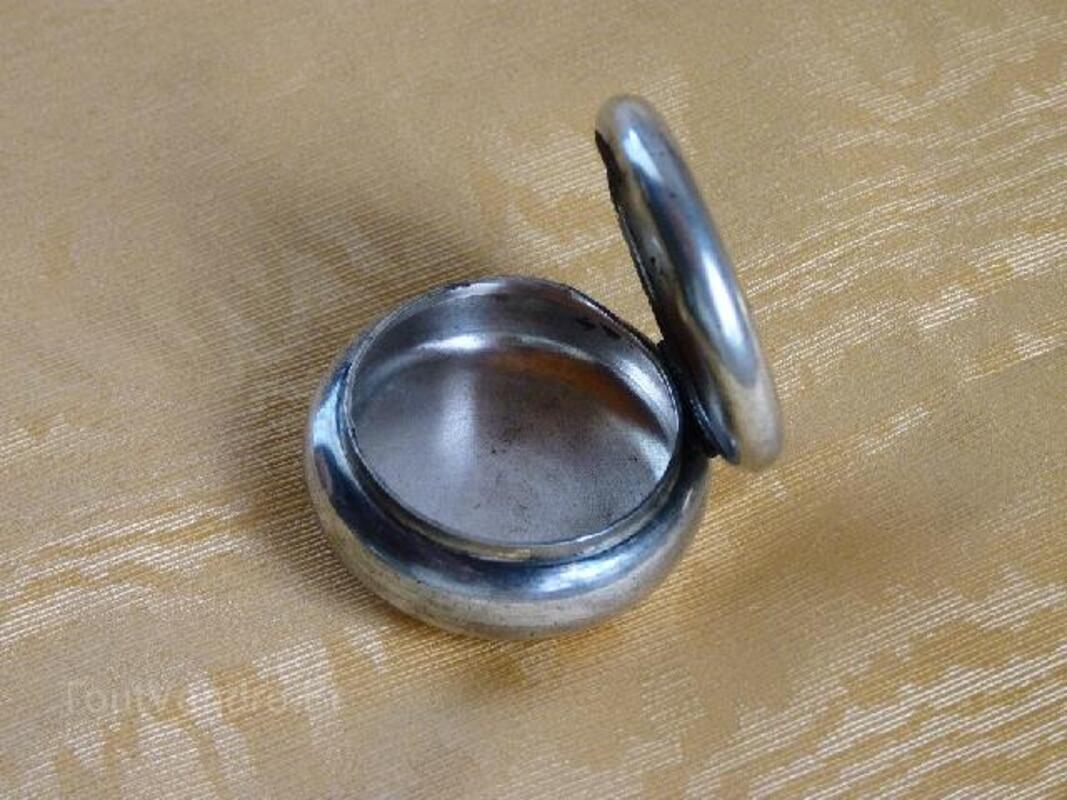 Boîte à pilules ancienne en métal argenté 91929649