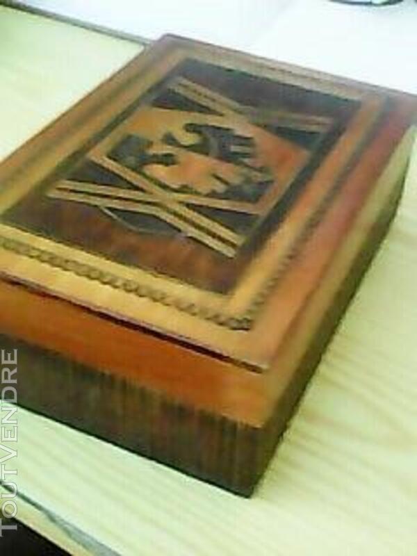 Boite en bois sculptée - Travail artisanal 483965353