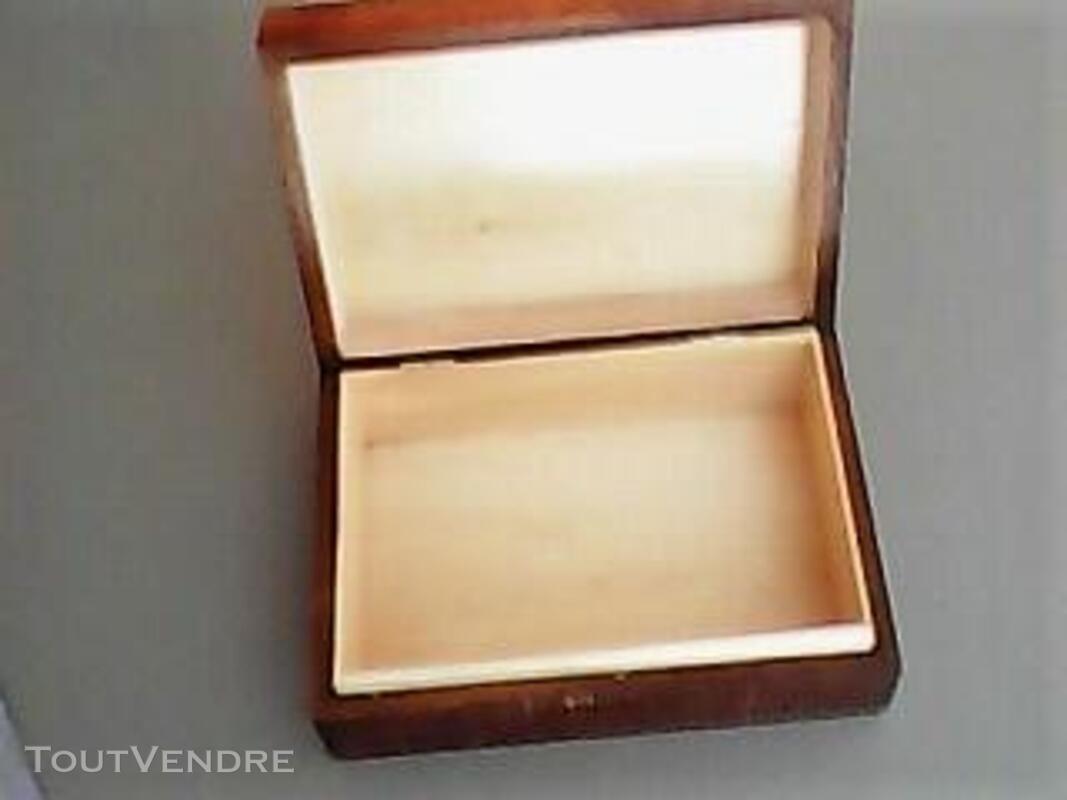Boite en bois sculptée - Travail artisanal 483965356