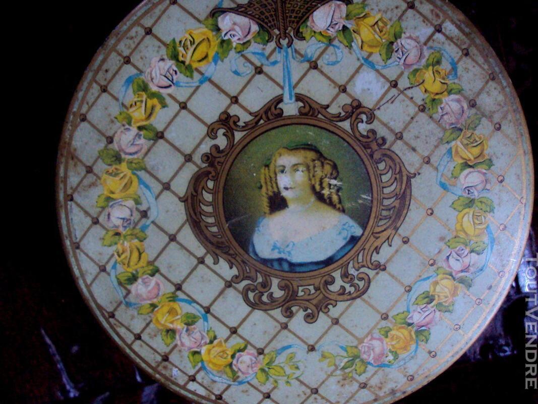 Boite métal la marquise de Sévigné ancienne 147584445
