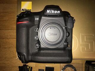 Boitier Nikon D5 nu en TBE avec tres peu de clics