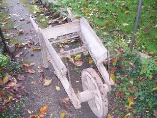 Brouette ancienne bois à restaurer