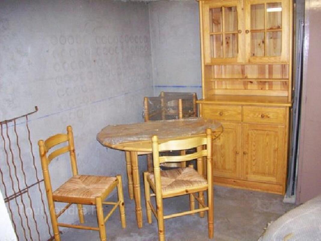 BUFFET VAISSELIER CHAISES TABLE 90591328