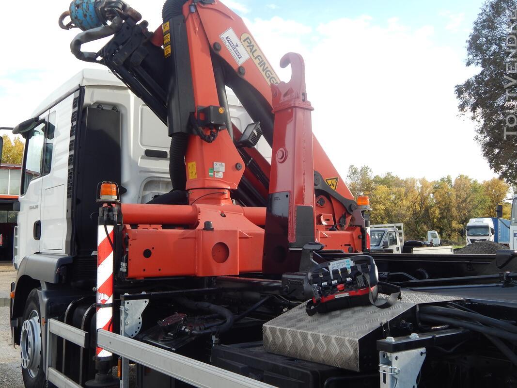 Camion avec grue Palfinger + bras Marrel 440211395