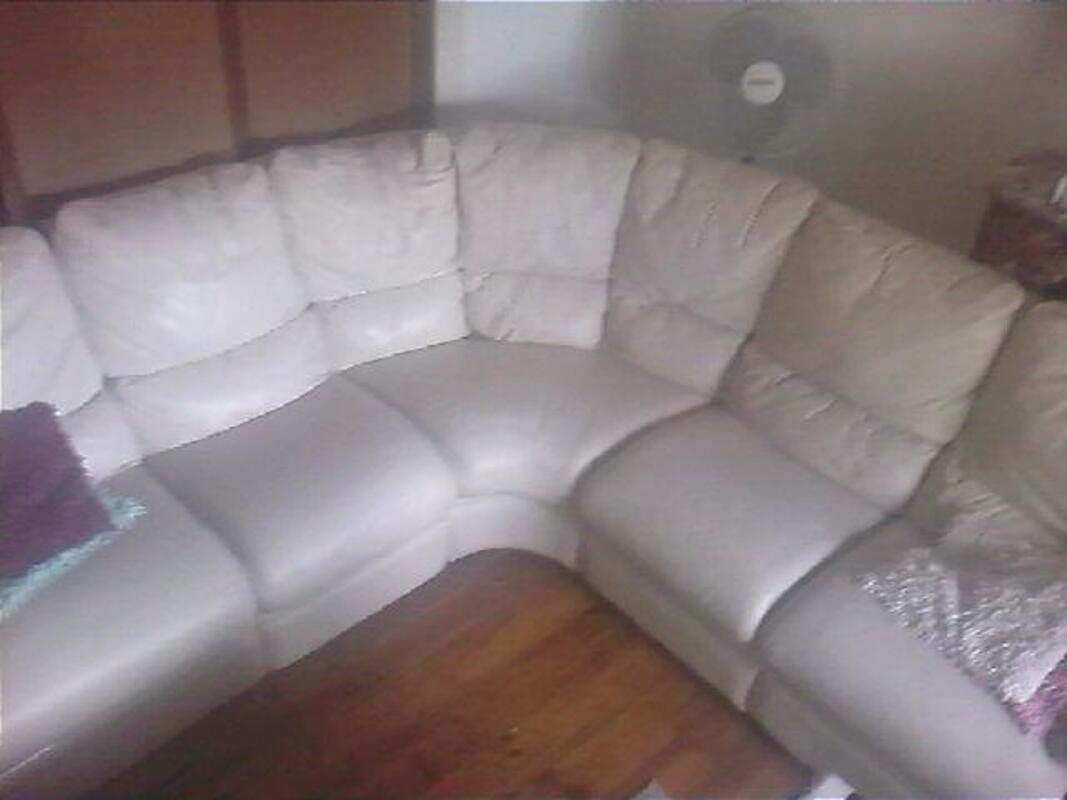 Canapé d'angle en cuir blanc cassé 16002